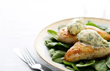 Ketojenik Tarifler: Otlu Tereyağlı Tavuk